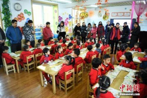 住建部:将幼儿园充足均衡安全纳入城建...