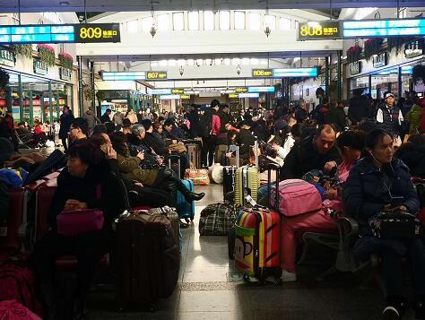 出行高峰来了!北京三大火车站今天预计...