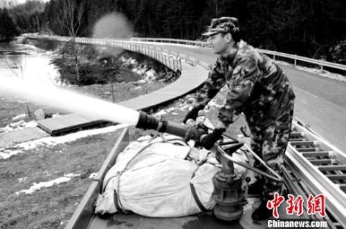 应急管理部:表彰牺牲消防员 并派工作...