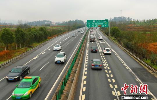 大广高速江西泰和境内迎来返程高峰