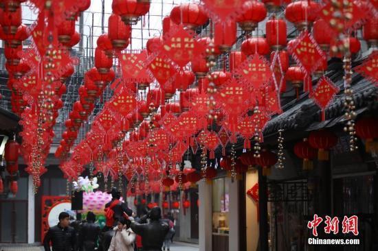 春节全国零售餐饮销售破万亿元 旅游接...