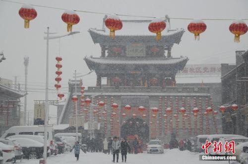 全国迎入冬以来最大范围雨雪 专家析成...