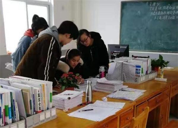 三月海棠开 情动清华苑 记镇平县雪枫中学高三年级最可爱的人