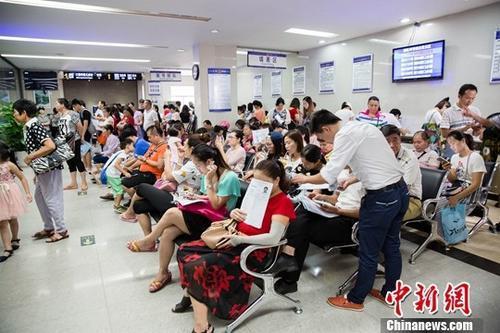 中国出境旅游持续升温 稳居世界出境旅...