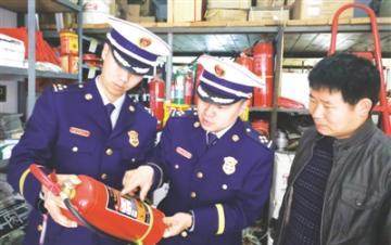 南阳消防联合市场监管部门 检查消防产品质量