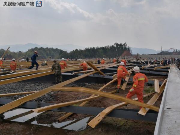 江西芦溪县一在建钢架厂房发生坍塌 致...