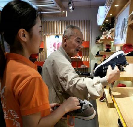 足力健老人鞋多少钱