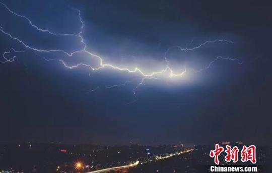 罕见!桂林市区遭17级极端大风袭击
