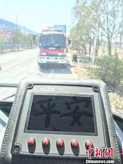 盐城化工厂爆炸现场:消防员逆行 灰尘...