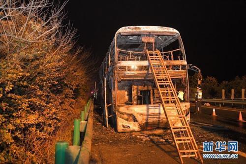 郑州旅游大巴在湘起火致26死 河南副省...