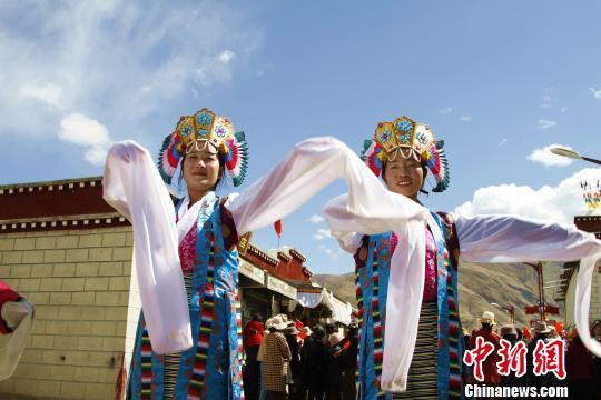 西藏民主改革60年 高原儿女唱响《我和...