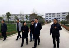 卧龙区委书记高贤信到河南医圣堂大健康产业集团调研