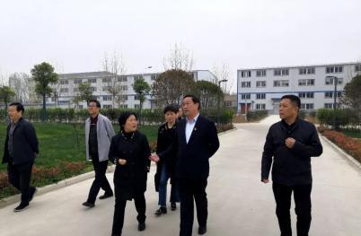 卧龙区委书记到河南医圣堂大健康产业集团调研