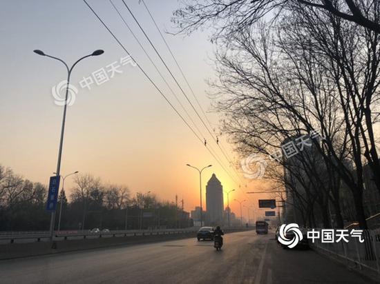 北京今日气温回升明显最高28℃ 明起降温