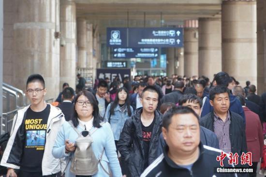清明小长假第二天全国铁路预计发送旅客...